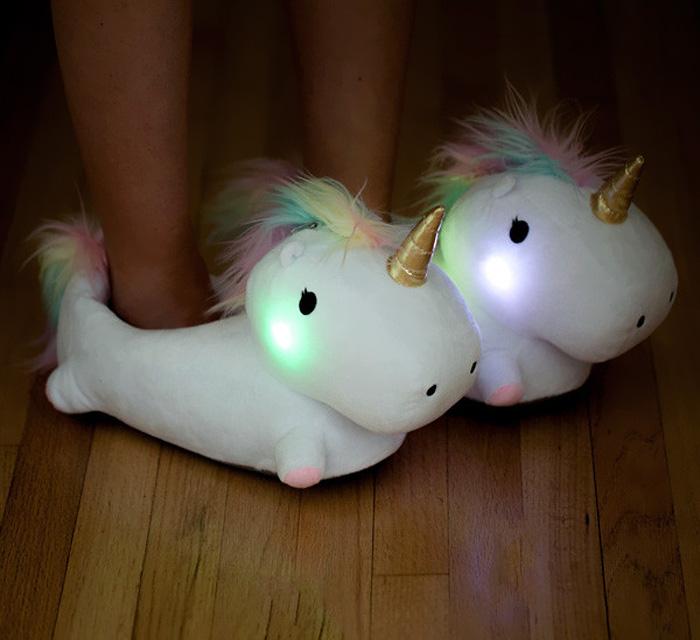 Estas zapatillas de unicornios se iluminan cuando caminas