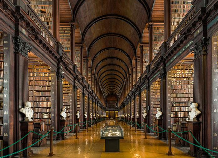 La cámara de esta biblioteca en Dublín tiene 300 años y más de 200.000 libros