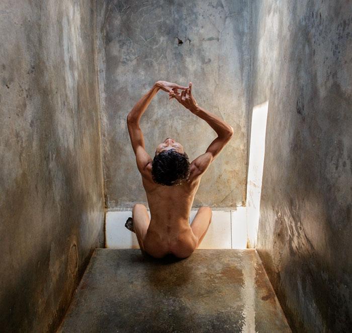 Impactantes fotos de pacientes mentales en Indonesia que muestran sus alarmantes condiciones de vida