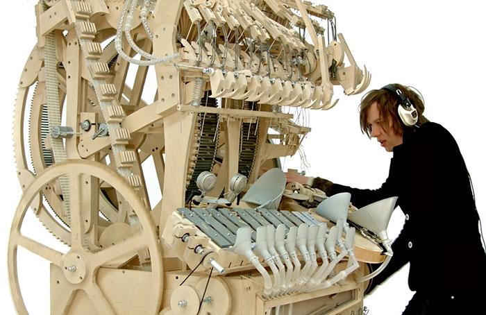 Este nuevo instrumento de locura utiliza 2000 canicas para hacer música