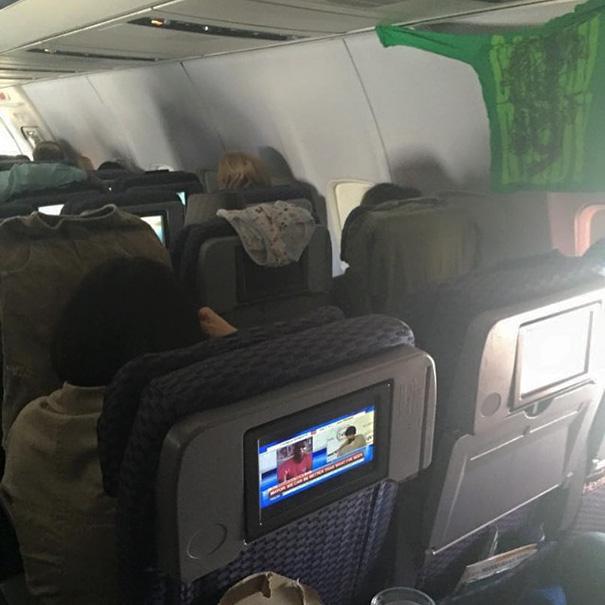 pasajeros-avion-maleducados (3)
