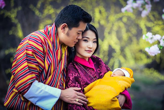Bután, el país más ecológico del mundo, celebra el nacimiento de su príncipe plantando 108.000 árboles