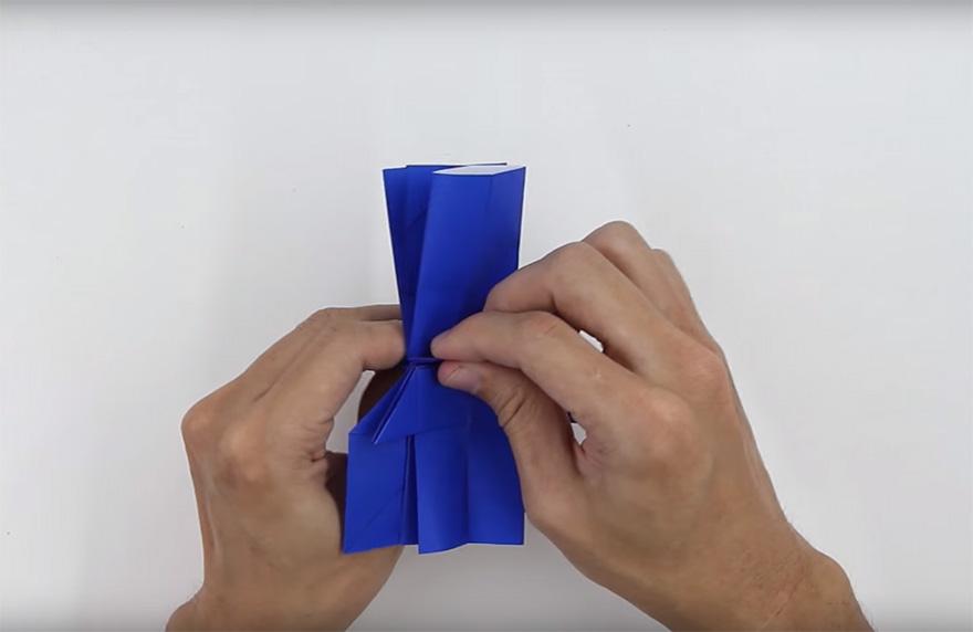 Cómo hacer un Darth Vader de origami