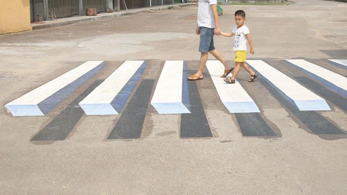 Pinturas en 3D utilizadas para frenar a conductores peligrosos en India