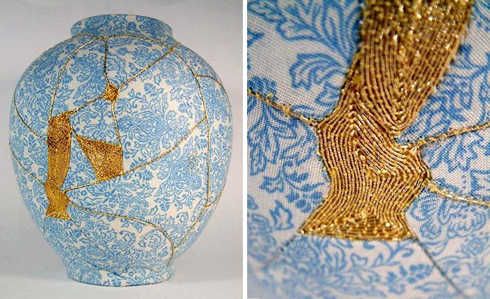Jarrones rotos reparados con una antigua técnica japonesa que usa hilo de oro para coserlos
