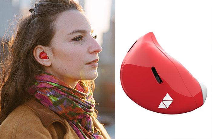Este dispositivo para tu oído traduce idiomas extranjeros en tiempo real