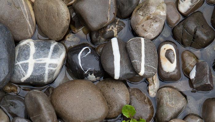 Este hombre ha conseguido reunir un alfabeto completo en piedras tras 10 años