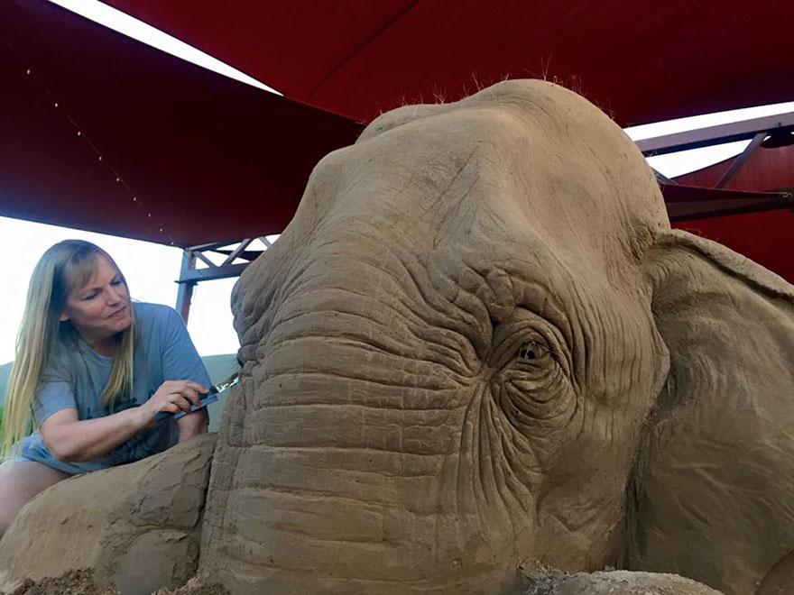 escultura-arena-elefante-raton-ajedrez-ray-villafane-sue-beatrice (4)