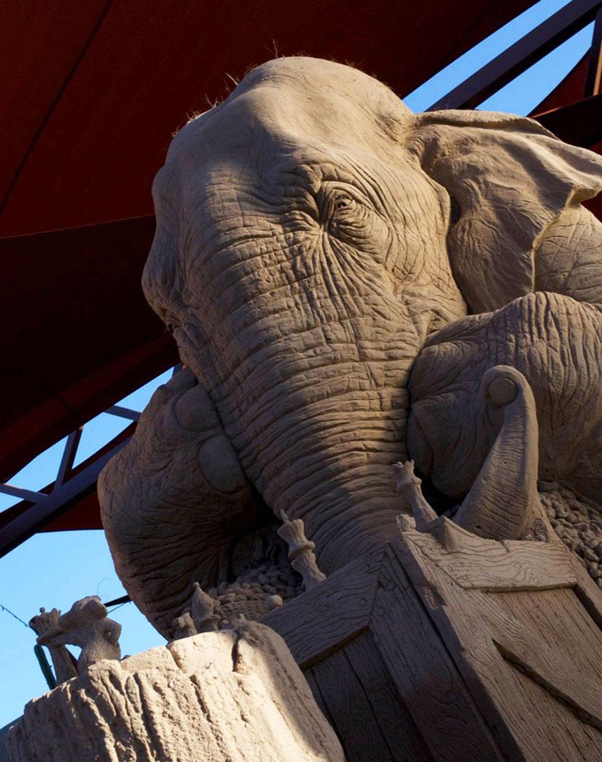 escultura-arena-elefante-raton-ajedrez-ray-villafane-sue-beatrice (5)