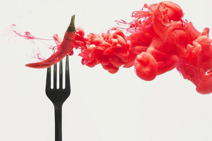 Hago fotos de alimentos disolviéndose en nubes de colores