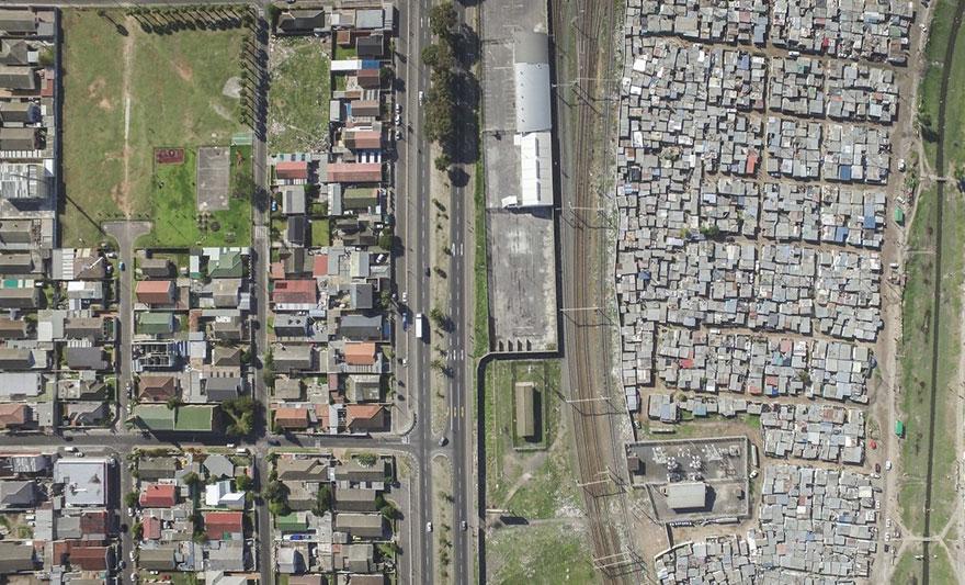 Las líneas que dividen a ricos y pobres captadas por drones