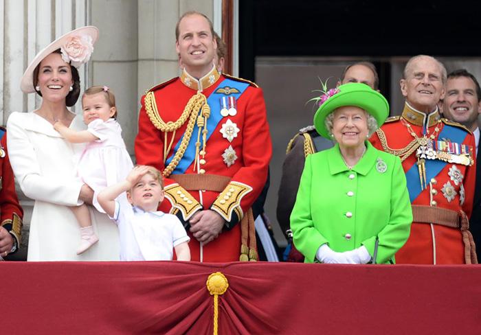 Resultado de imagen para reina isabel regaña al principe william