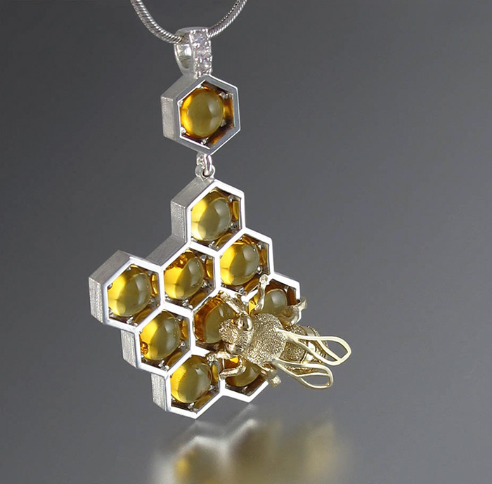 joyeria-abejas-miel-panal-winged-lion (10)