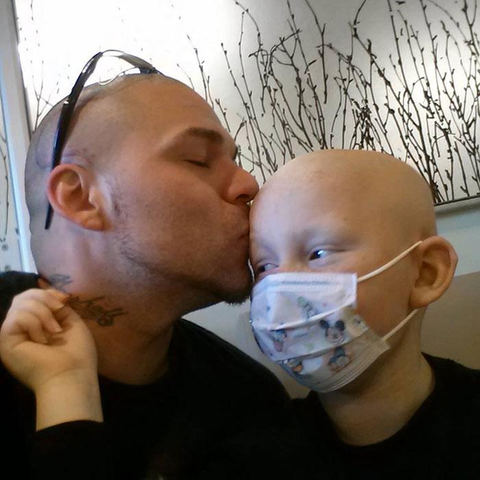 tatuaje-padre-cicatriz-cancer-hijo (2)