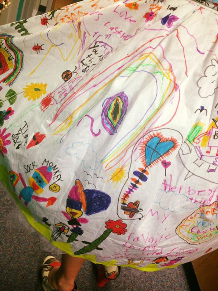 vestido-profesora-pintado-alumnos-chris-castlebury (1)