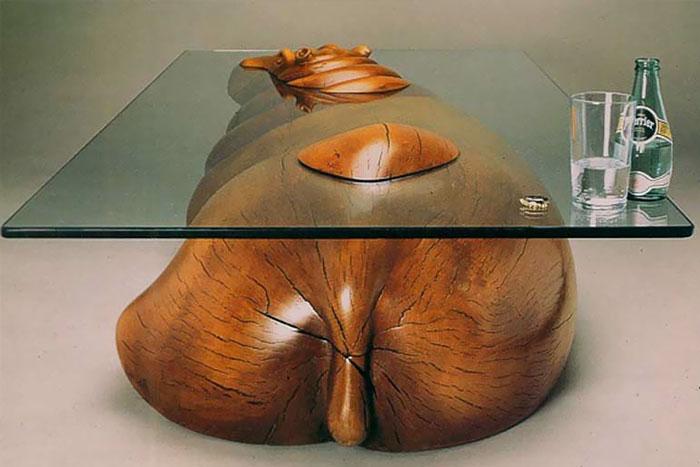 Ingeniosas mesas que crean la ilusión de animales saliendo del agua