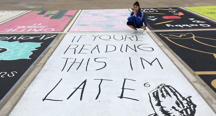 Estos estudiantes pintan sus plazas de aparcamiento y se vuelven virales en Twitter