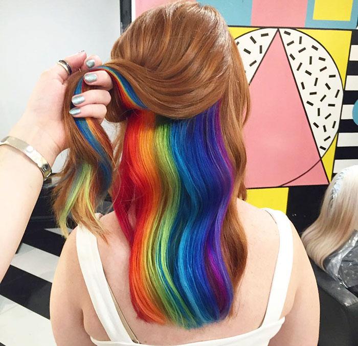 La gente está encantada con este nuevo cabello arco iris oculto
