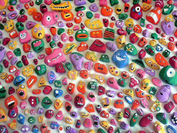 Mis hijos y yo nos pasamos un año pintando más de 1000 piedras y escondiéndolas para que la gente las encontrara