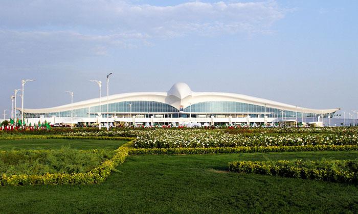 Turkmenistán inaugura un nuevo aeropuerto en forma de halcón que ha costado 2,3 $ billones