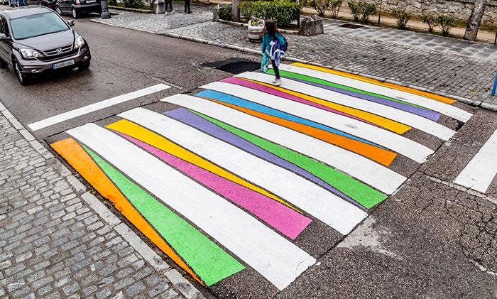 Este artista búlgaro ha convertido los pasos de cebra de Madrid en coloridas obras de arte