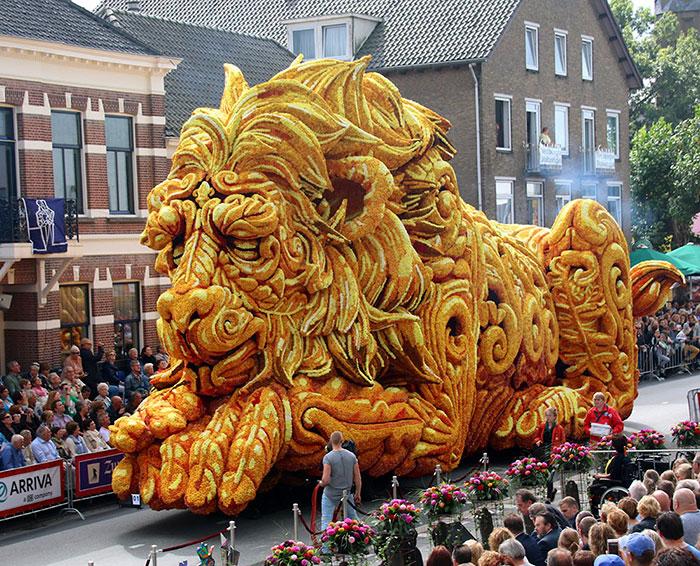 10 Esculturas gigantes hechas con dalias en el mayor desfile floral del mundo, en Holanda