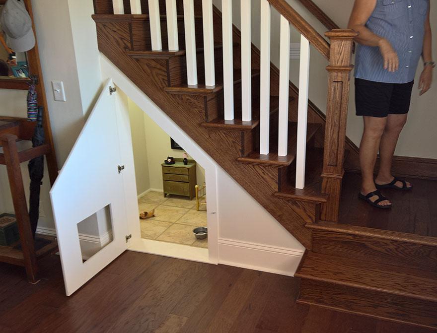 dormitorio-bajo-escaleras-perro-chihuahua-pancho (2)