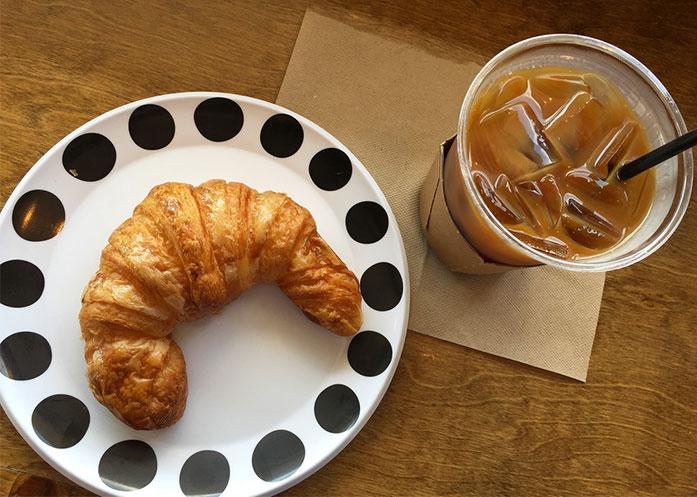 Francia es el primer país en prohibir tazas, platos y cubiertos de plástico