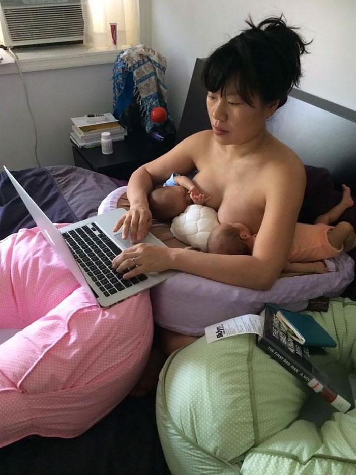madre-trabajando-amamantando-gemelos-hein-koh (1)