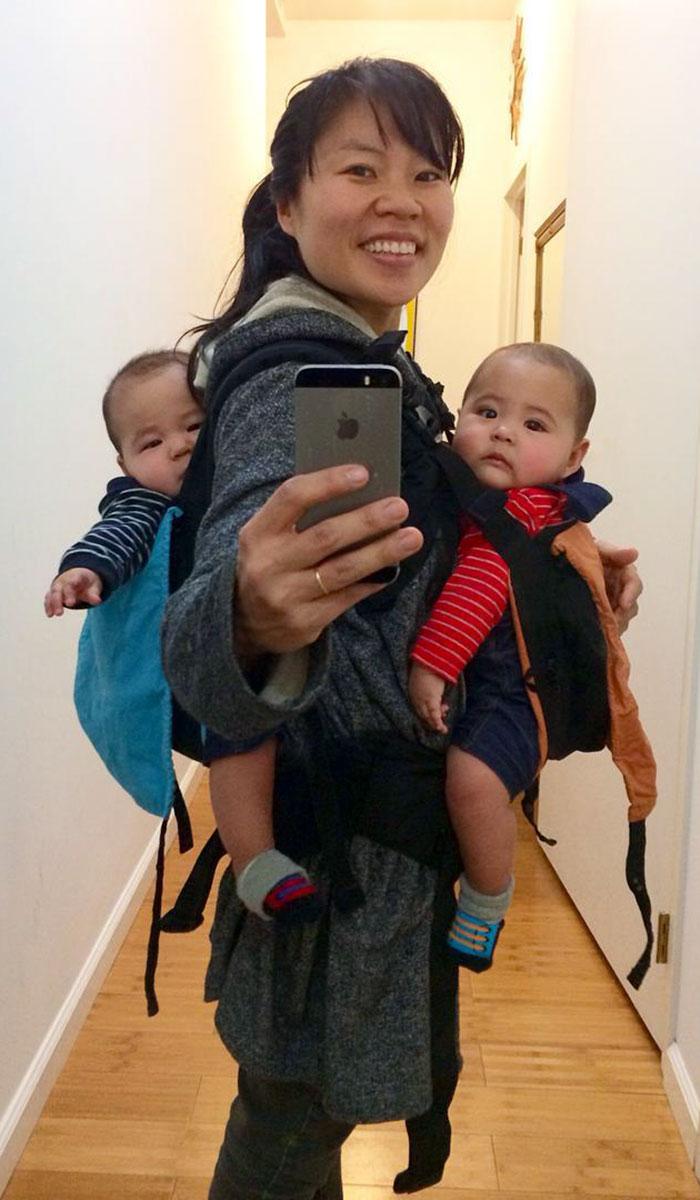 madre-trabajando-amamantando-gemelos-hein-koh (3)