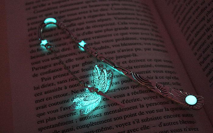 Mágicos marcapáginas que brillan en la oscuridad, creados por Manon Richard