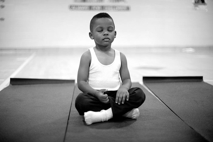 meditacion-ninos-escuela-robert-coleman-baltimore (1)