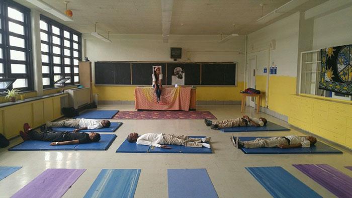 meditacion-ninos-escuela-robert-coleman-baltimore (5)