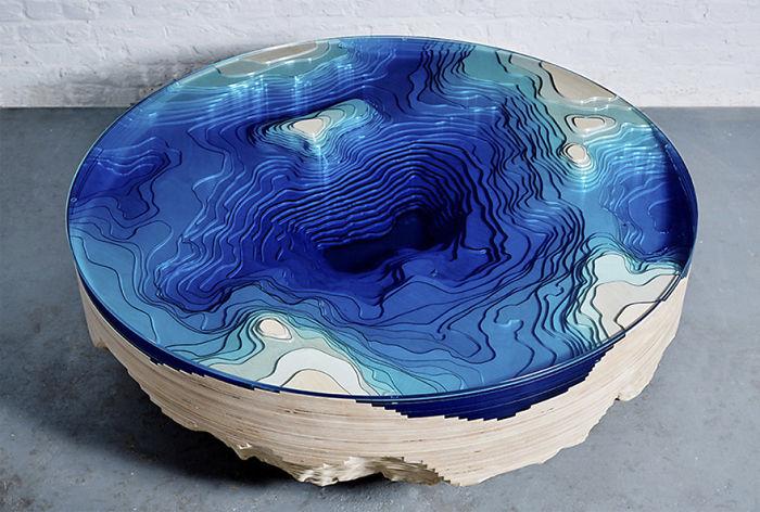 Esta mesa inspirada en el mar con múltiples capas te permite mirar a la profundidad del océano