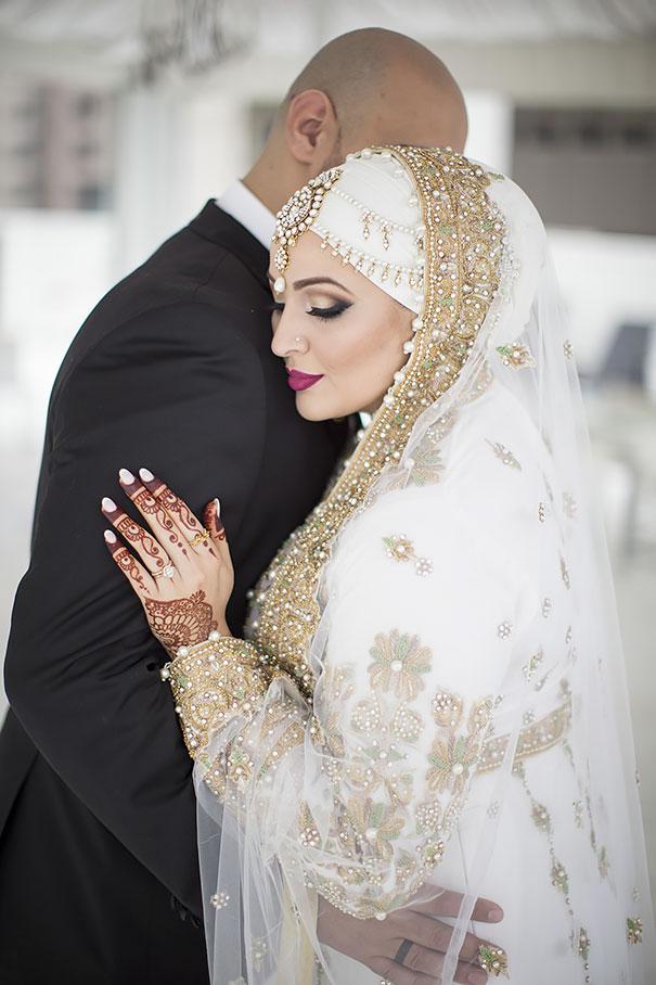 Aspecto Día Increíble Su Llevando Gran Hijab Bored En Novias De 10 qK4FyzEw