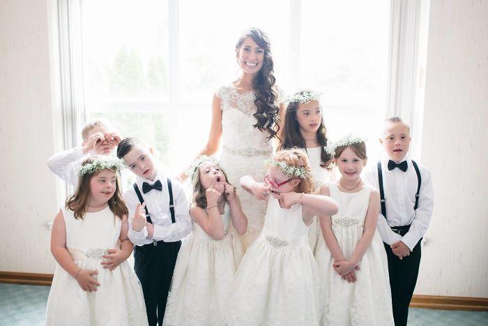 Esta profesora de educación especial invitó a su boda a todos sus alumnos