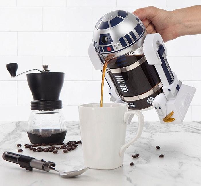 Con esta cafetera de R2-D2 tendrás la Fuerza para despertarte