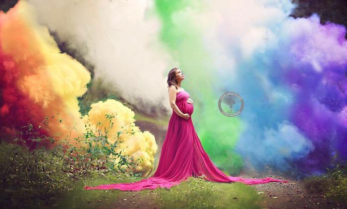 Tras 6 abortos espontáneos, esta madre celebra al fin su bebé arco iris con una explosiva sesión de fotos