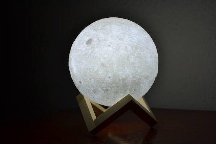 Una Lámpara Luna Para Conquistarlos A Todos