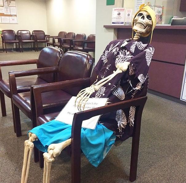 Pregunté Si Había Mucha Espera Y El Enfermero Dijo Que Preguntara A La Señora De La Esquina