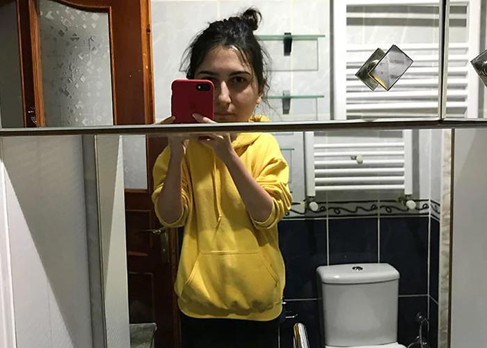 30 Veces que la gente se sorprendió divertidamente con los diseños de los espejos de los cuartos baño