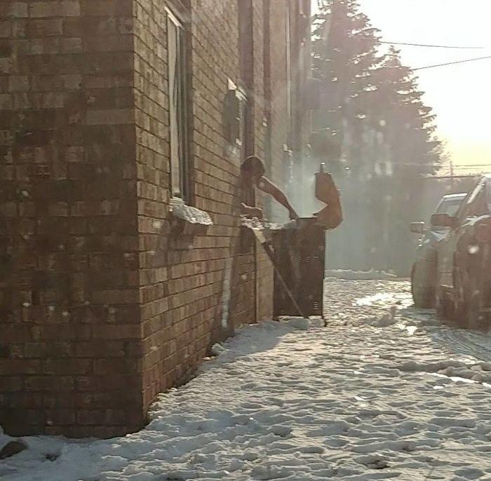 Los Inviernos Canadienses Son Duros, Pero Aún Así Nos Apañamos Para Hacer Barbacoas