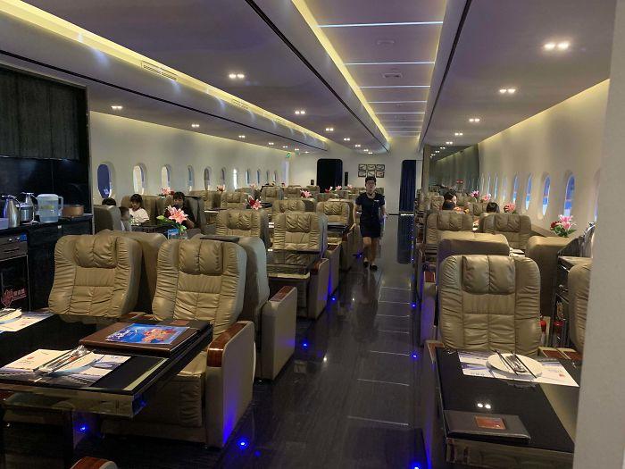 Restaurante En China Simulando Ser Un Avión