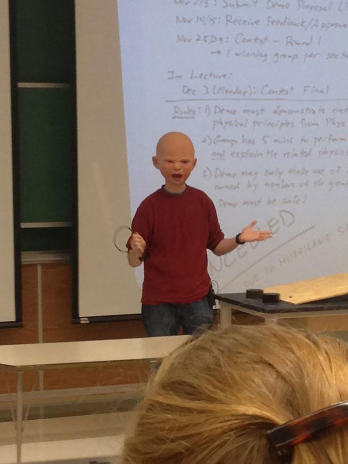 Profesor Enseñando Disfrazado
