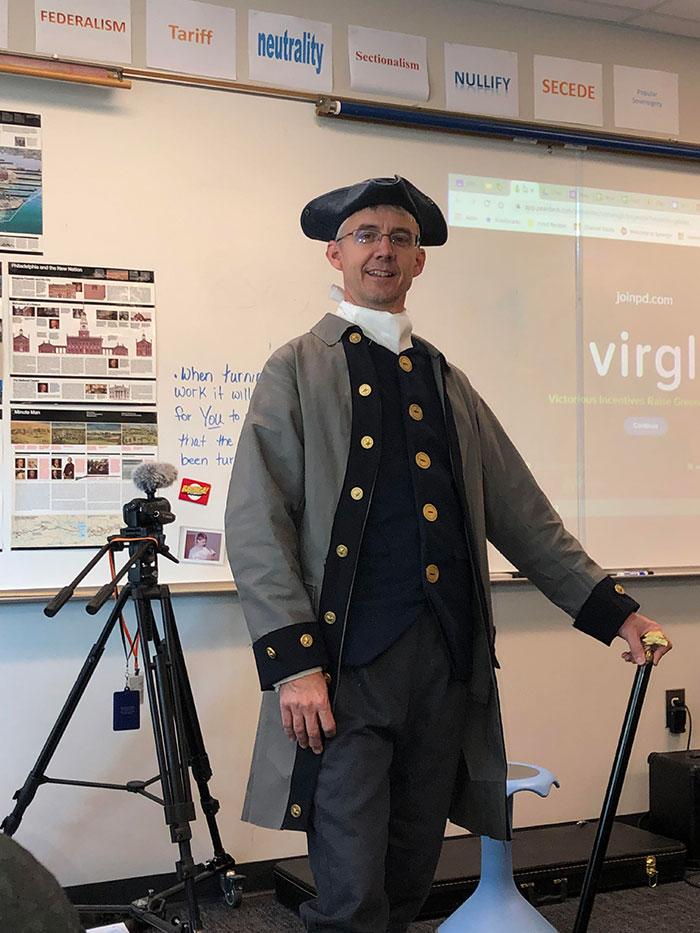 Hoy El Profesor De Historia Ha Venido Disfrazado De Colono