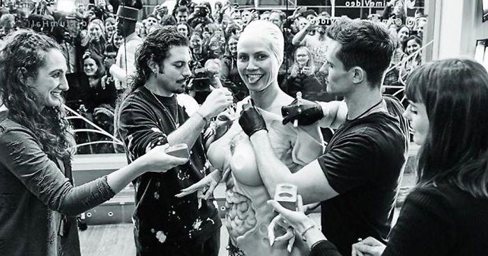 Heidi Klum Desvela Su Disfraz De Este Año, Prueba De Que Ella Es La Reina De Halloween Una Vez Más