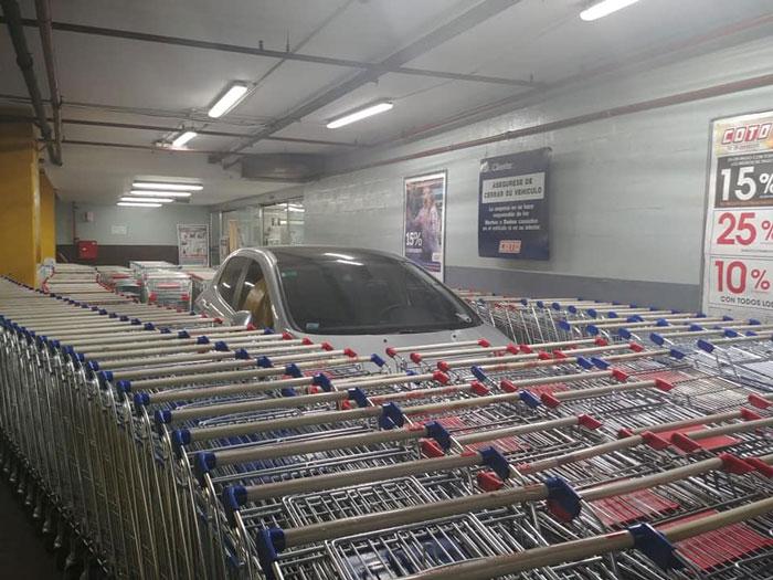 Aparcó Donde No Debía, Y El Personal Del Supermercado Se Vengó