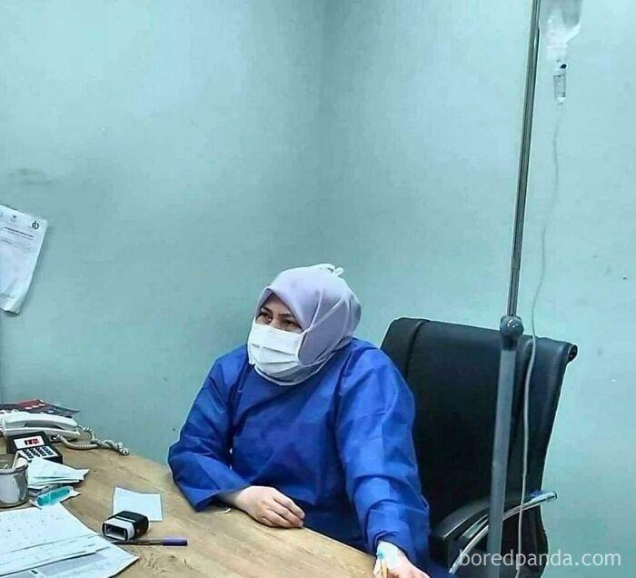 La Dra. Iraní Shirin Rouhani, Falleció A Causa Del Coronavirus, Pero Como Había Poco Personal Médico, Siguió Tratando A Los Pacientes Hasta Su Último Aliento