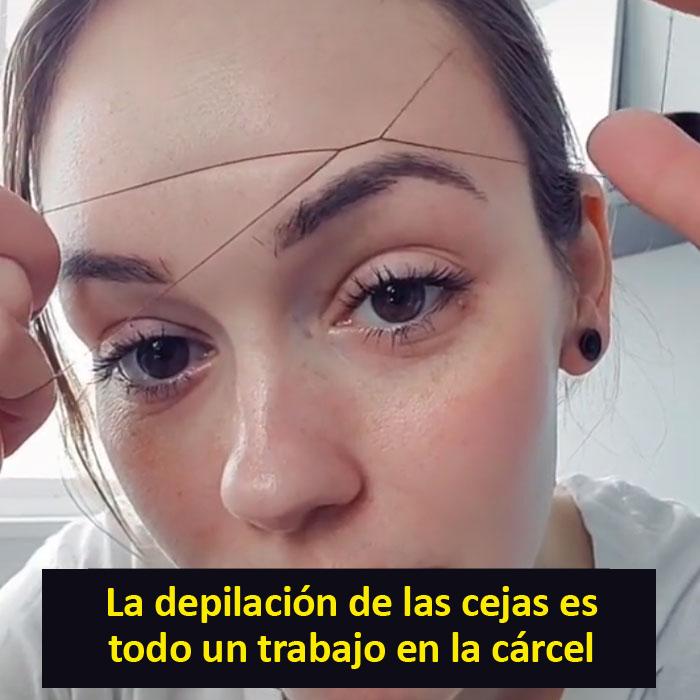 Las mujeres se arreglan las cejas con un hilo en lugar de pinzas