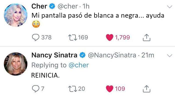Cher activando accidentalmente el modo noche y Nancy Sinatra diciéndole que reinicie. Increíble